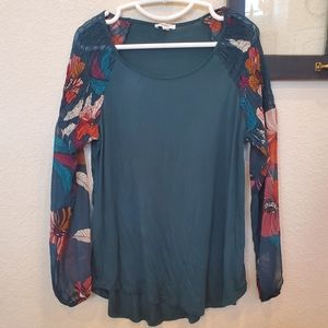 2/$12 🎉 Maurices Tee - Sheer Floral Sleeves